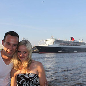 Queen Mary 2 am 20.10.15 zum 50. Mal in Hamburg